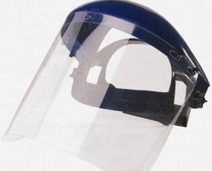 操作紫外线老化试验箱时应如何做好防护